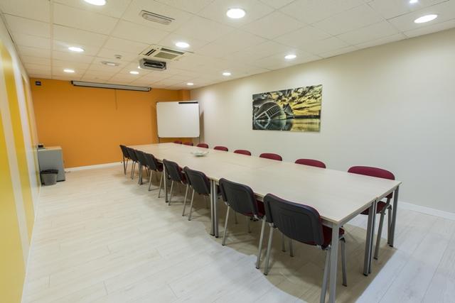 centro-de-negocios-alquier-oficinas-sala-de-reuniones-1