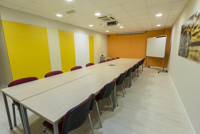centro-de-negocios-alquiler-ofcinas-sala-de-reuniones-2