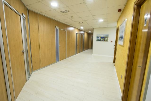 centro-de-negocios-alquiler-oficinas-pasillo2