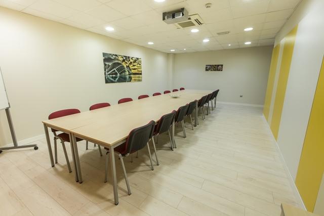 centro-de-negocios-alquiler-oficinas-sala-de-reuniones-3