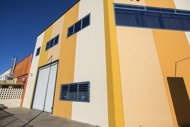 centro-de-negocios-industrial-alquiler-oficinas-fachada-almacenes-1