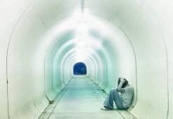 chica,-tunel-2100423